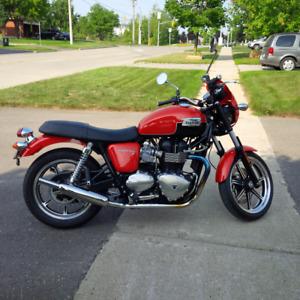 NEW PRICE - $5500 cash - 2011 Triumph Bonneville SE