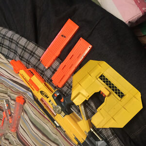 Full auto nurf gun with bunch of bullets and 2 extended mags