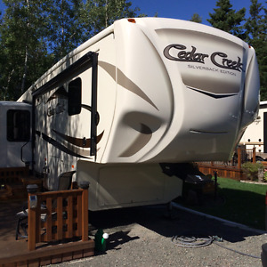 2016 Forest River Cedar Creek Silverback 33IK (Explorer package)