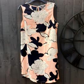 Ladies Size 16's Sleeveless Shift Dress.