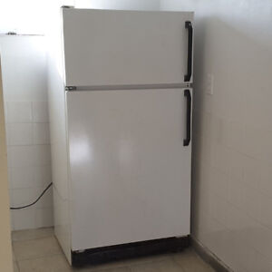Used Great Working Condition Refrigerator and Stove -- FREE