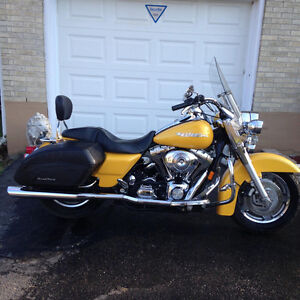 Harley-Davidson FLHRSI Road King Custom Speed Pearl Yellow