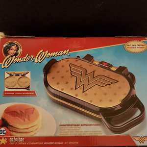 XMAS Wonder Woman Pancake Maker