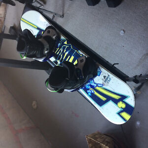 Snowboard 125cm and boots-Youth
