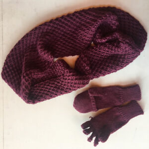 Loop Scarf and Mitten/gloves set. Brand new.