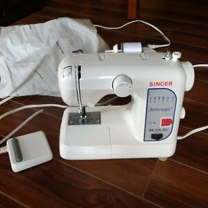 Singer Featherweight electric sewing machine