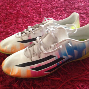 Mens Size 11 Messi Soccer Shoes $40   OBO