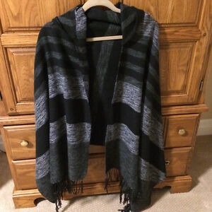 Hooded poncho/cape (black/grey) One size  New! Never worn!