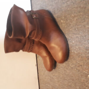 Cute 7.5 wide brown boots