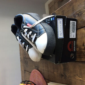 Curling shoes size 6  youth
