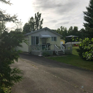 2 bedroom cozy house for rent steps away from Grand Lake