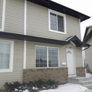 3-Bdrm Townhome With Access to UofS