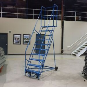10 STEP ROLLING LADDER / WAREHOUSE - REDUCED 200$