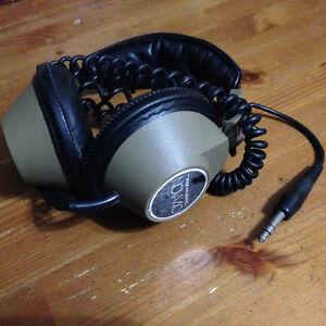 Vintage Realistic Nova 40 studio headphones MINT