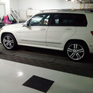 2011 Mercedes Benz GLK 350-PRICE REDUCED/LOW MILEAGE!