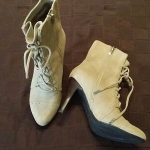 name brand women's shoes size 7.5 London Ontario image 1