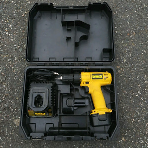 "DeWalt 3/8"" Cordless Drill 9.6V MAKE AN OFFER!"