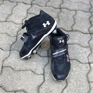 Under Armour Football Cleats ~ Size 8