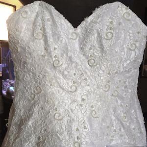 Plus Size 24/26 Off Shoulder Wedding Dress