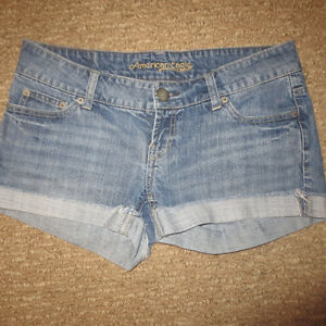 LADIES AE JEAN SHORTS SIZE 4