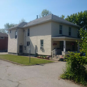 BEAMSVILLE RENTAL - 3BR UPPER FLOOR APARTMENT - AVAILABLE JULY