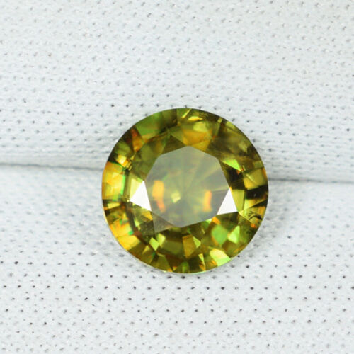 1.60 ct BEAUTIFUL ROUND MULTI COLOR FLASHES 100% NATURAL SPHENE - See Vdo 6045