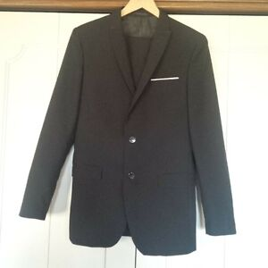 Youth Large Black Suit new condition 2 Piece for Graduation