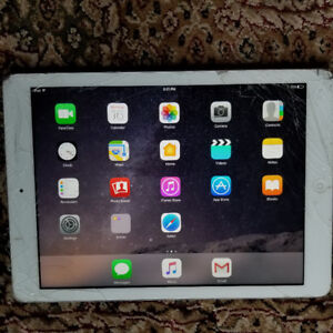 ipad 4 in perfect conditio, just damages Display