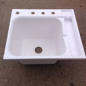 Built-in laundry sink - 25 x 22 x 14.5D