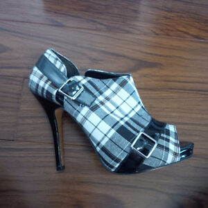 Black and White Plaid Booties, Size 8