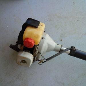 Echo gas trimmer with brushcutter blade