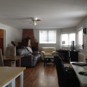 2 bedroom  apartment with a beautiful water view setting