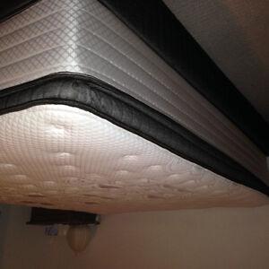 Queen mattress + box mint condition