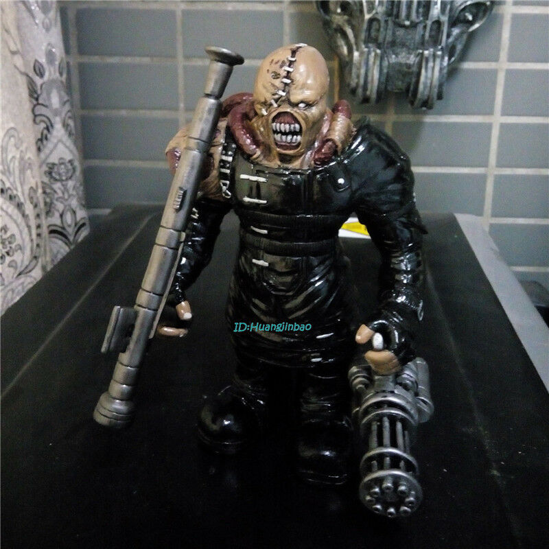 Resident Evil Nemesis Figurine Resin Model Statue Painted 17cm H