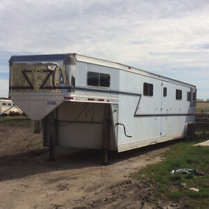 2001 Eby 8 horse straight load trailer