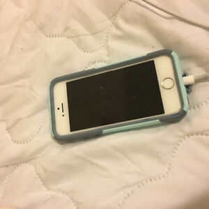 IPhone 5S w/ Otterbox case - locked to Rogers $150