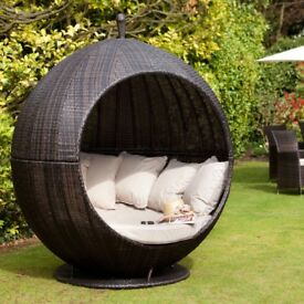 Outdoor apple snuggle chair