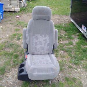 middle passenger seat