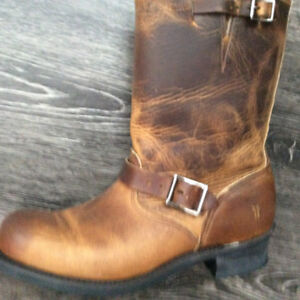 Authentic  FRYE MID HIGH GREASED LEATHER BOOTS AS NEW IN BOX