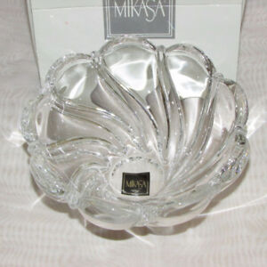 """MIKASA CRYSTAL  5 1/2"""" BOWL PEPPERMINT PATTERN HOME DECOR"""