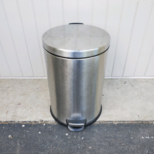 Garbage Can / Trash Bin with opener pedal