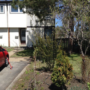 Room available across from Lakehead university