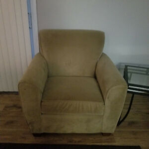 Couch set must go by 8pm tonight Tues Nov 20