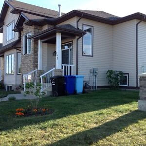 Avail June 1 Lg Fully Furnished Quiet Rm in Eagle Ridge Home