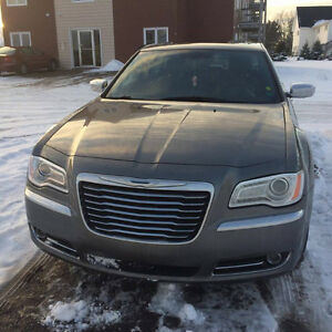 2012 Chrysler 300- Limited Edition