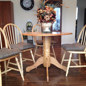 Oak Round Kitchen Table Set and other furnitures