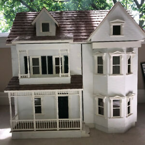 DOLLHOUSE - HISTORICAL FRONT OPENING VICTORIAN COUNTRY