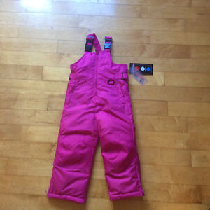 Brand new pair of girls snowpants size 3T