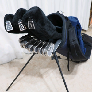 Complete set of Pro Select Tomahawk golf clubs with Datrek bag