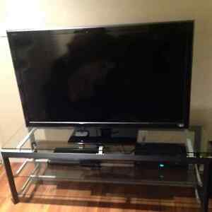 BEAUTIFUL, SOLID, NEW CONDITION TV STAND - ENTERTAINMENT UNIT West Island Greater Montréal image 3